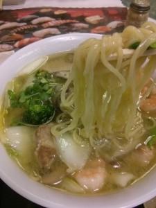 麺は固めに〜とお願いしないと、柔らすぎる。。でもスープと具が大好きです。