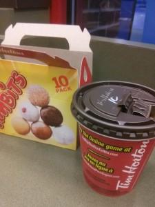 ティムホートンのドーナツとコーヒー