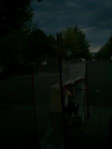 早朝暗いうちからネットを外に兄弟で運び出し、練習開始