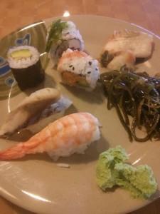 キムチや海藻サラダも