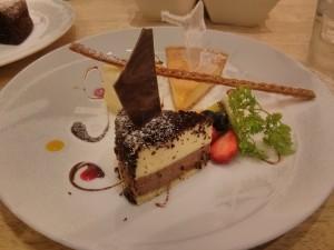 盛り付けは美しいけど、私の追い求めてる昭和のチーズケーキではなかったわ。。