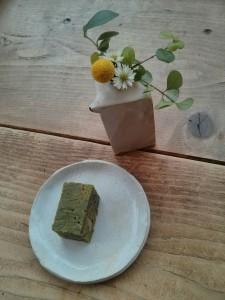 抹茶ブラウニーでリラックス。写真はBehind the Museum Cafeで撮ったものです。