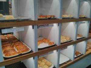 きゃー日本のパン屋さんみたい!